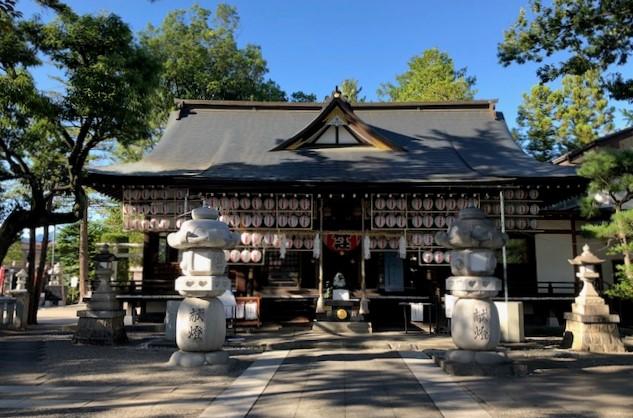 稲積(いなづみ)神社の本殿