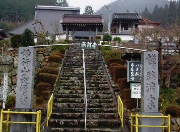 長源寺の階段