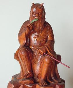 神農の木像