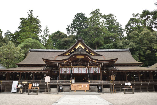 奈良県桜井市 大神神社の拝殿