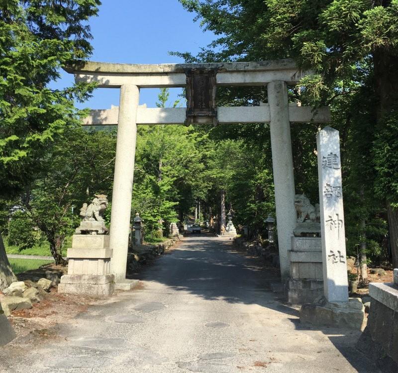 滋賀県東近江市 建部神社の鳥居