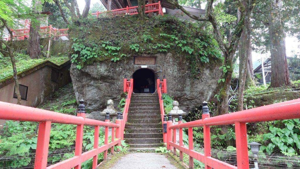 癌封じ祈願ができる富山県日石寺の本堂