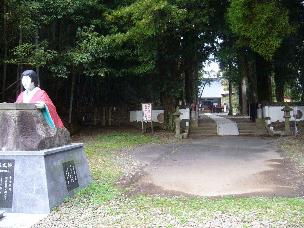 和泉式部の像
